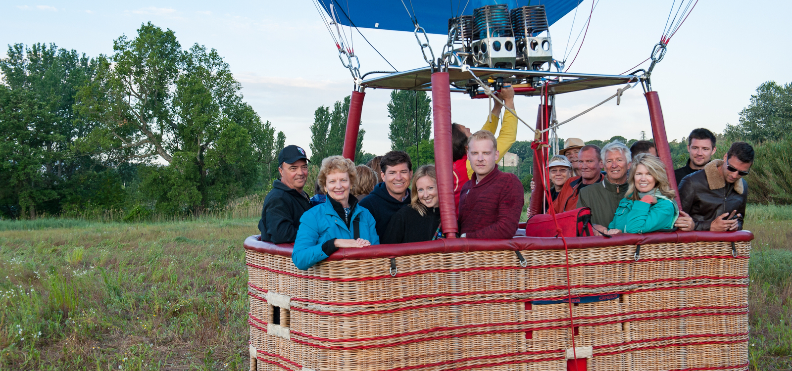 Family hot air 1600x750